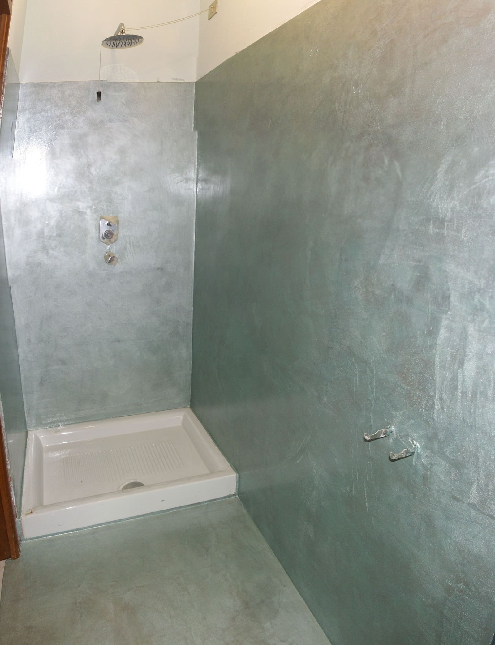 Stanze colore argento spatolato - Rivestimenti bagno resina ...