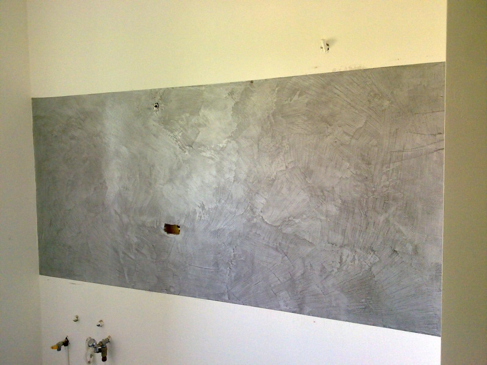 parete attrezzata in resina spatolata
