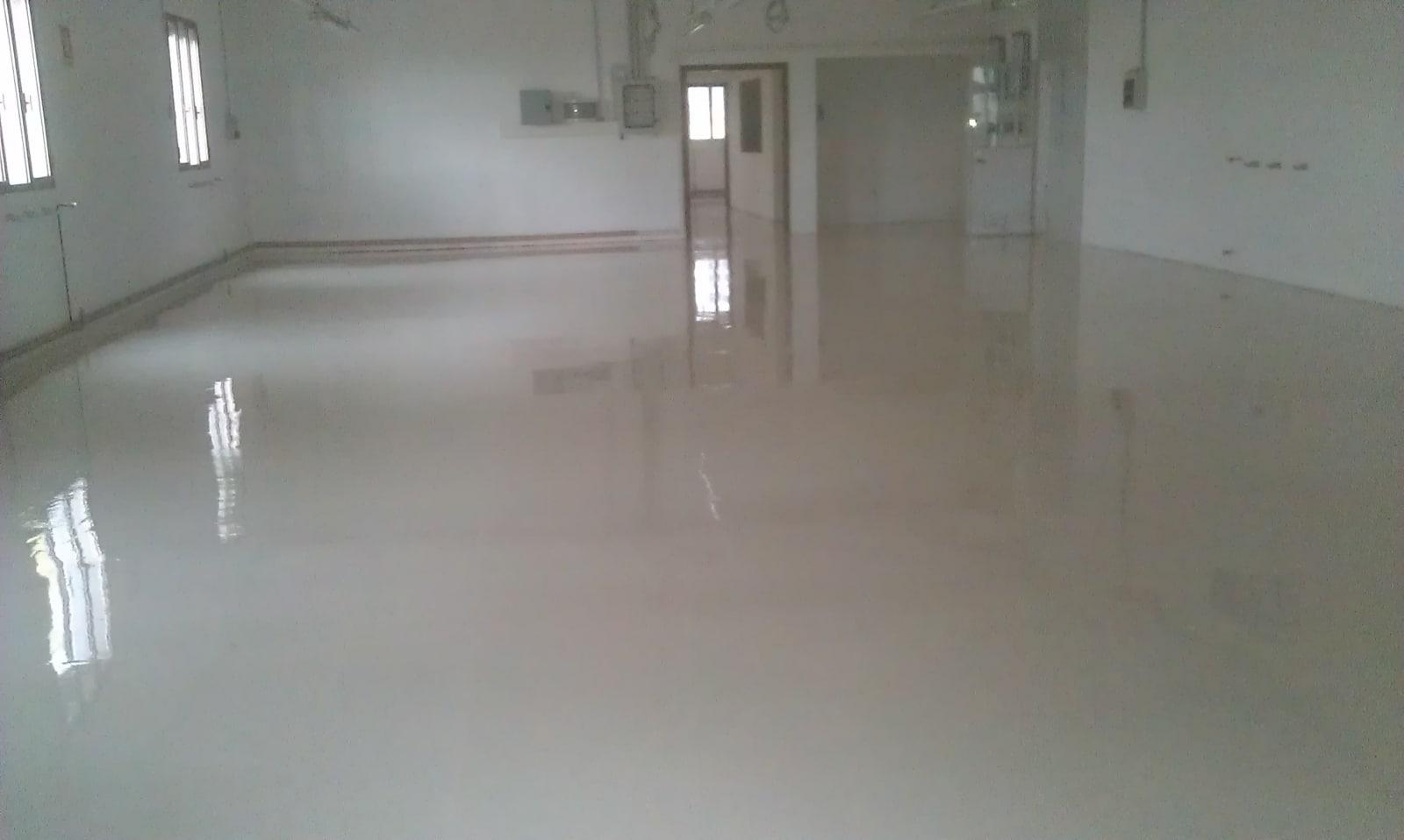 Pavimenti in resina milano - Crepe nelle piastrelle del pavimento ...
