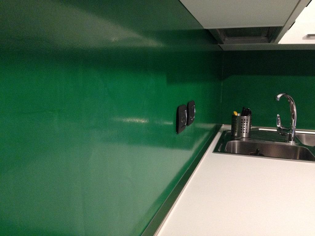 Parete cucina verde pareti colorate sfumature di - Cucina verde acido ...