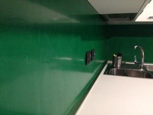 parete cucina resina verde