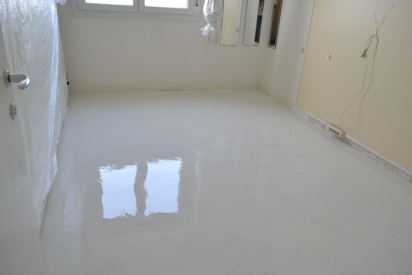 Pavimento in resina bianca enni color - Pavimento bagno resina ...