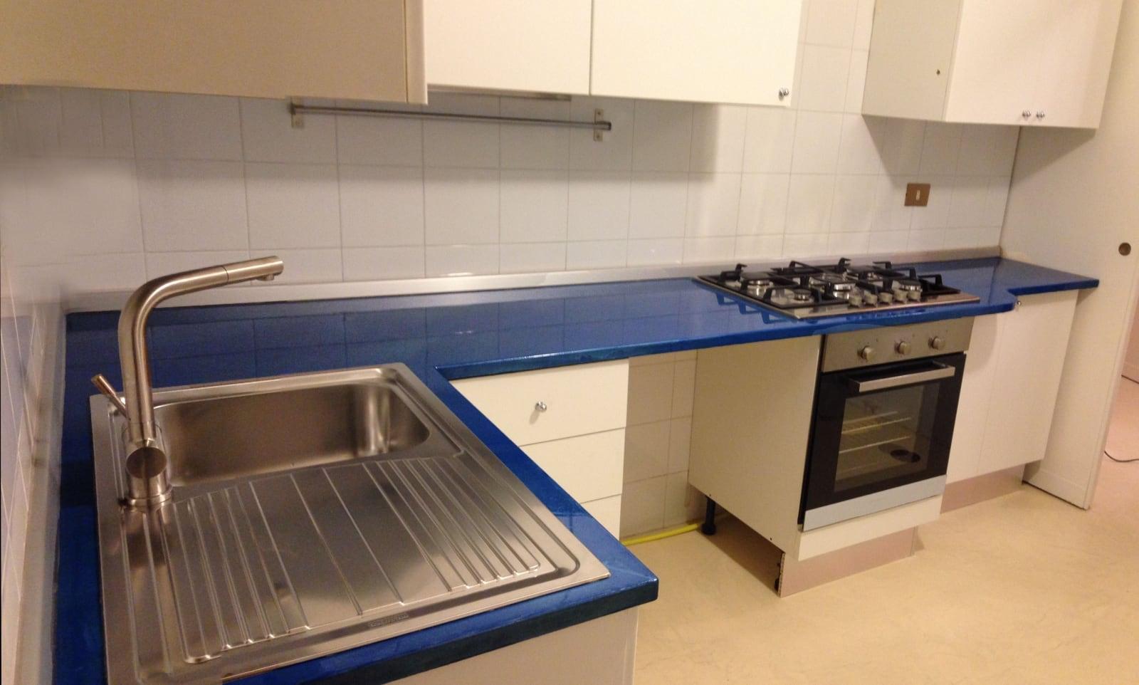 Top cucina in resina lucida - Rivestimenti in resina per cucina ...