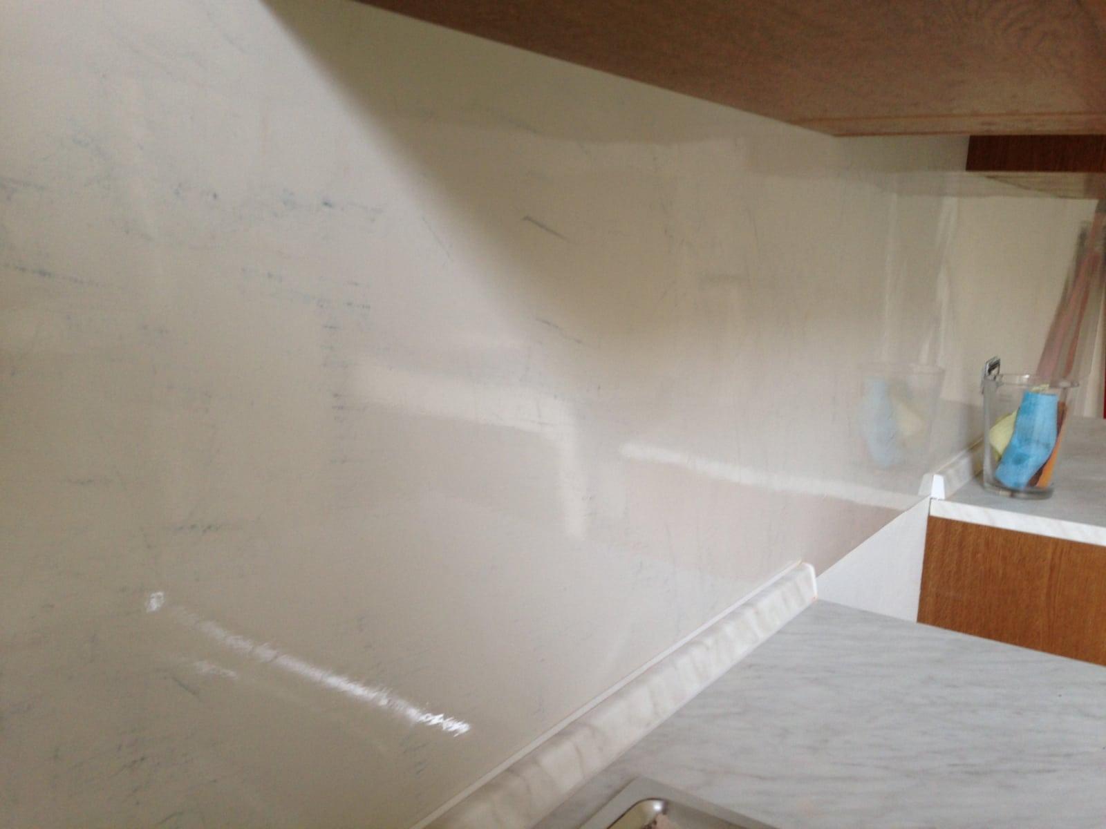 parete in resina per cucina